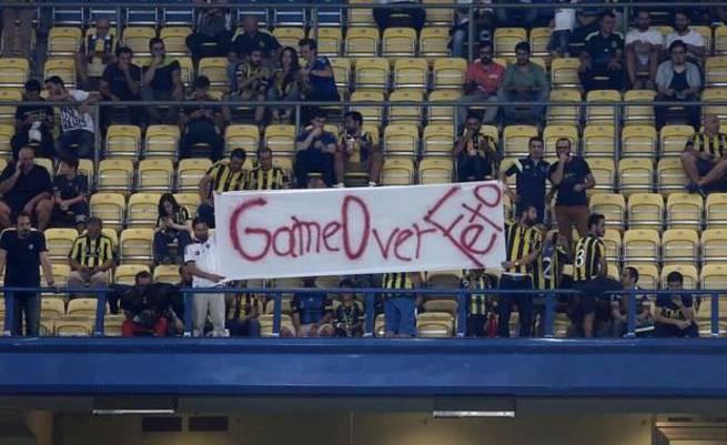 Fenerbahçe tribünlerinde FETÖ'ye tepki: Game over