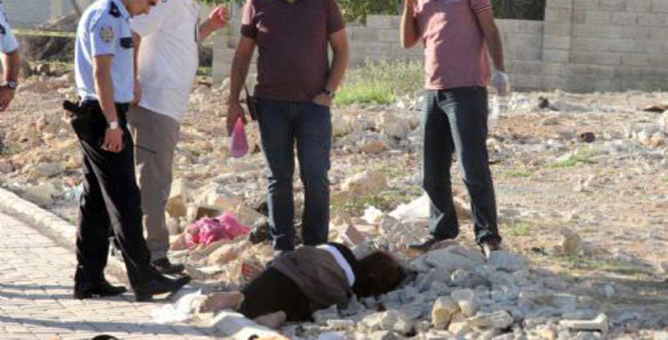 �ple bo�ularak öldürülen kad�n�n cesedi yol kenar�nda bulundu