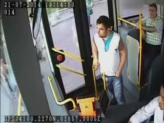 Otobüs �oförüne dayak güvenlik kameras�nda