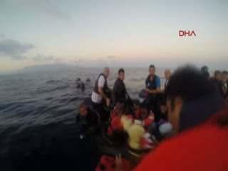 Sahil Güvenlik Komutanl��� 385 göçmeni kurtard�