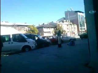 Kocas�n� sokak ortas�nda tabancayla vurdu