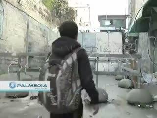 Filistinli çocuk �srail askerine meydan okudu