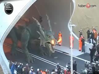 Dünyan�n en büyük robotu Ejderha Tradinno