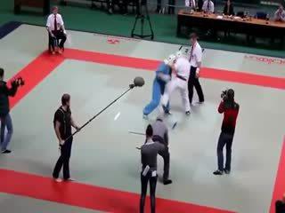 Olayl� Karate Maç�n� Bile�inin Hakk�yla Hakem Kazan�yor