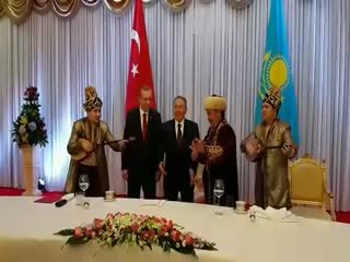 Erdo�an'a Kazakistan'da Dombra sürprizi