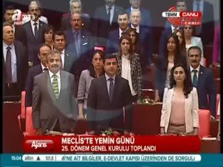 HDP'li vekiller �stiklal Mar��'n� okumad�