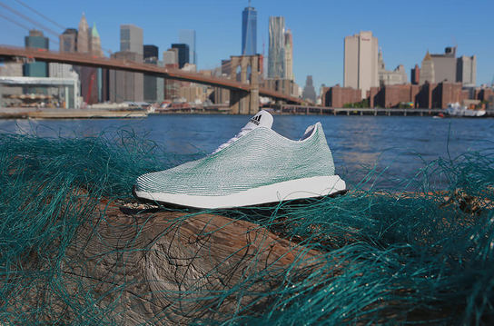 Adidas okyanus at�klar�ndan ayakkab� tasarlad�!