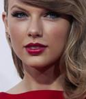 Taylor Swift'in elbisesi olay oldu