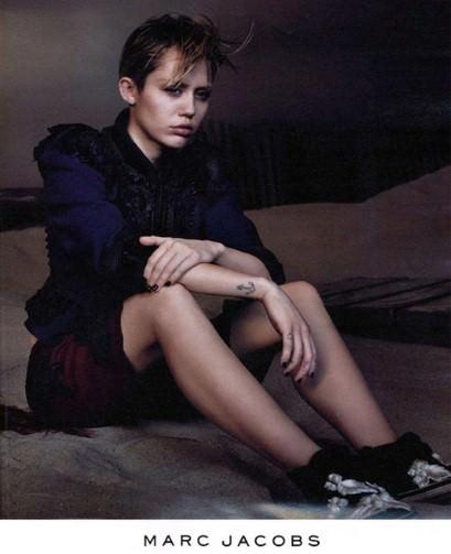 Miley Cyrus, Marc Jacobs'un reklam y�z� oldu