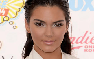 Kendall Jenner makyajs�z foto�raf�n� payla�t�
