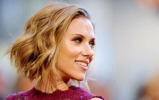 �lham veren sa� modelleriyle Scarlett Johansson