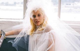 Lady Gaga gelin oldu!
