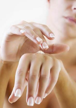 elbakim d Tırnak kırılmasına son, tırnak güçlenmesi için, güçlü tırnaklara sahip olmak için yapılması gerekenler, tırnak kırılması nasıl önlenir, tırnak bakımı nasıl yapılır, tırnak güçlendirme