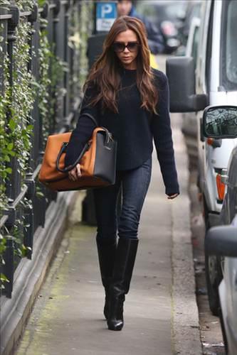 Çanta taşımanın yeni yolu: Beckham-style!