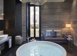 Ünlülerin hayran b�rakan banyolar�