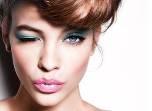 Trend: Renkli göz makyaj�
