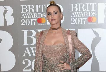 2017 Brit Ödülleri Kırmızı Halı şıkları