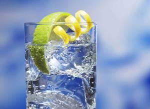 Sabah limonlu su içmeniz için 4 neden