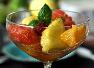 Meyve salatas� sunumlar�