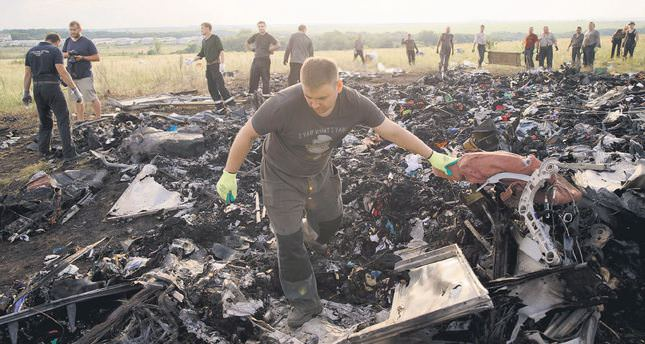 Plane Crash Photos Bodies Airlines crash site to
