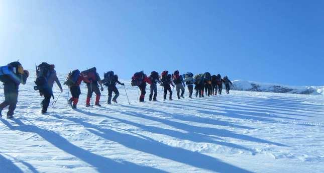 Twelve Turkish mountaineers missing in Greece