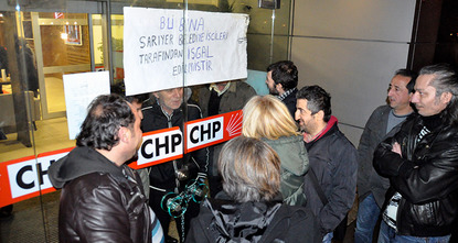 A group of municipal workers occupied the headquarters of the Republican People's Party (CHP) in Istanbul's Levent district on Thursday over claims that they were unjustly dismissed from their...