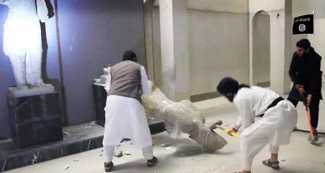 ISIS destroys thousands of museum artifacts in Mosul
