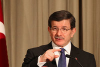 Turkish Prime Minister Ahmet Davutoğlu has called on U.S. Muslims to make common cause against Islamophobia and racism.
