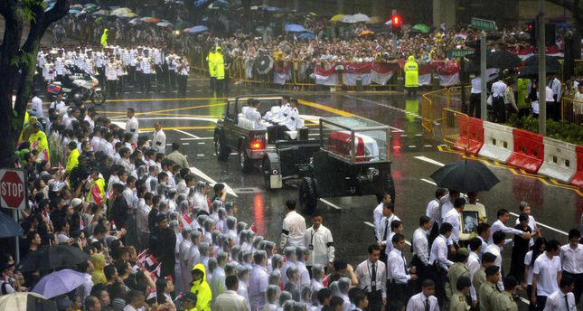 Singaporeans gather to farewell founding father