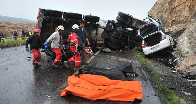 13 die in road pileup in southeastern Turkey