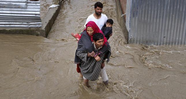 Kashmir hit by floods, hundreds evacuated