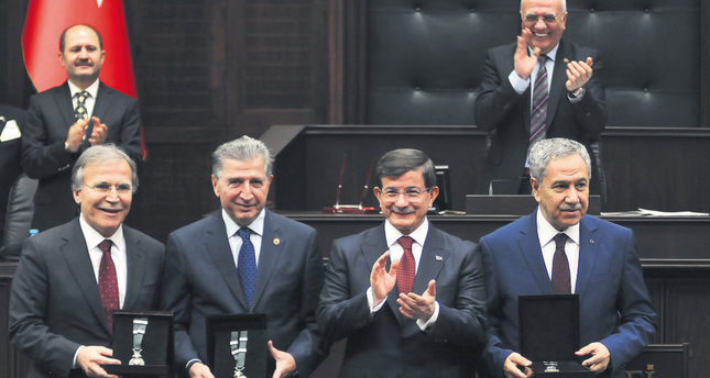 Davutoğlu thanks party's old guard for their services