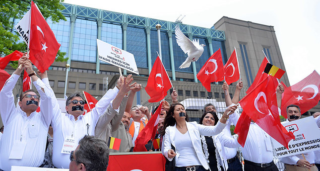 Belgian Turks demand freedom of expression on 1915