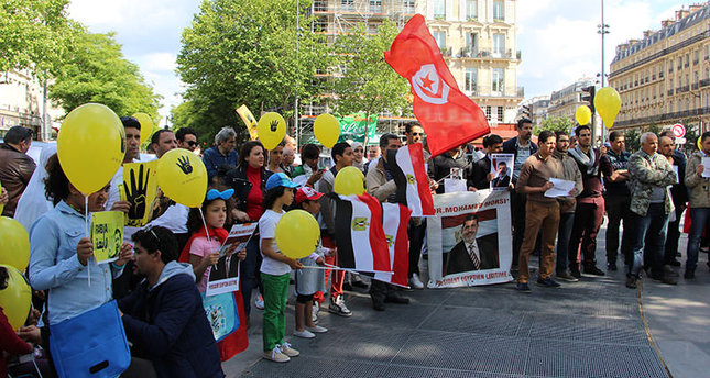 Hundreds protest Morsi's death sentence in Paris