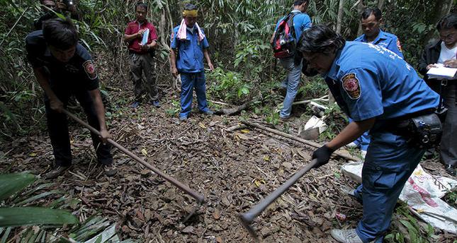 Malaysia finds mass migrant grave near Thai border