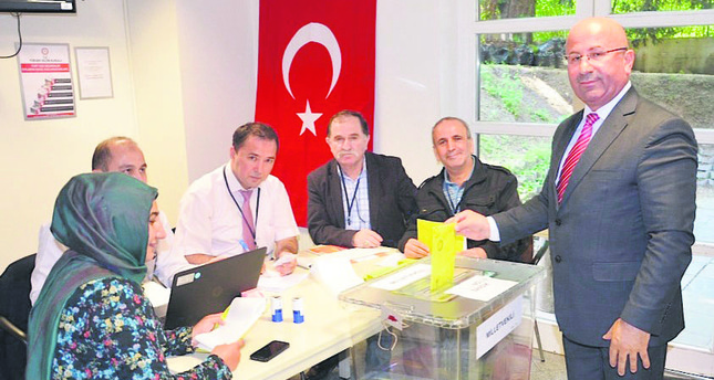 Expat Turks flock to ballot boxes for next week's general elections