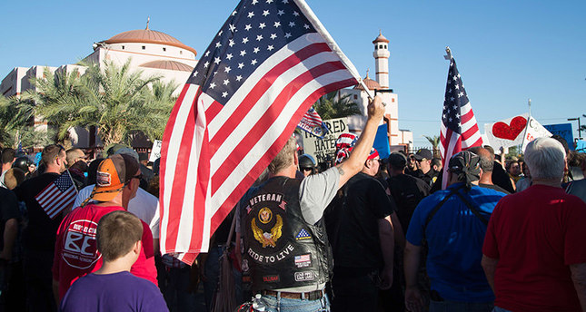 Hundreds attend anti-Islam rally in Phoenix