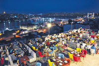 Istanbul nights have become very colorful and lively since Ramadan is in the summer this year. Street squares, restaurants and cafes host families and young people until it is time for sahur...