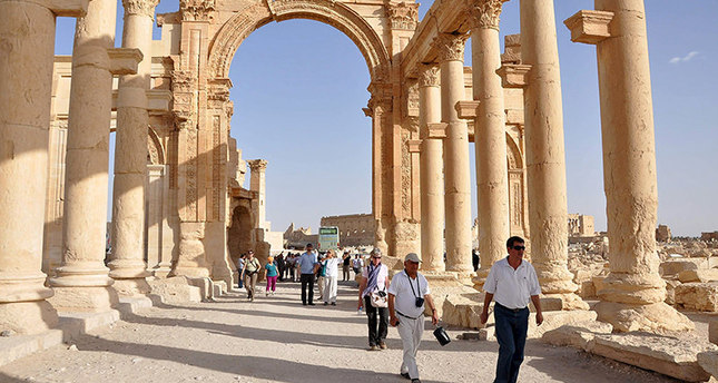 'ISIS selling Syrian, Iraqi treasures on industrial scale'
