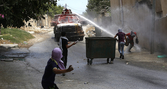 Israeli soldiers kill Palestinian teen throwing stones