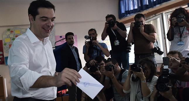 Greeks begin voting in bailout referendum