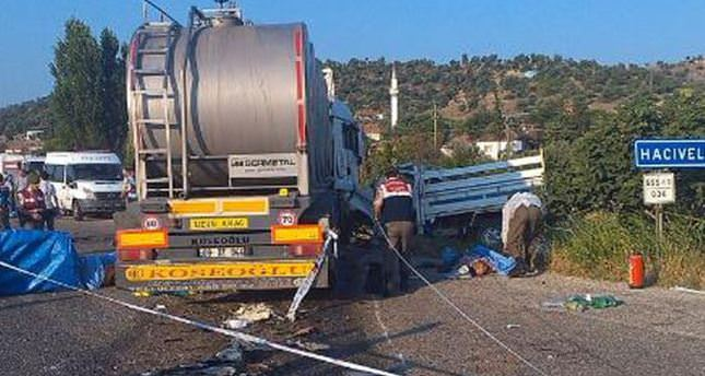 Collision kills 15 agricultural workers