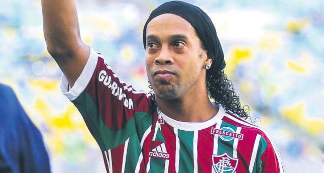 Calcio Mercato Brasile 2015 Ronaldinho colpo Fluminense
