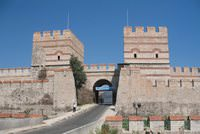 In the past, when talking about a city, the first thing that came into people's minds was the city walls, and when it came to the city walls, gates with different names and shapes used to be...