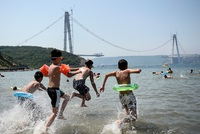 Experts warn that a new heat wave will grip Turkey in the coming weeks with the El Nino weather phenomenon making a comeback. Temperatures in Istanbul will rise to more than 35 degrees Celsius and...