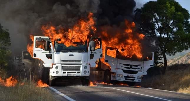 PKK blocks road, takes 70 hostage