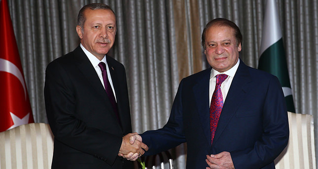 President Erdoğan meets Pakistani PM