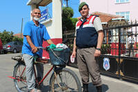 Nureddin Gönülal, a 76-year old man living in Ödemiş town of the western Izmir province, cycled 1,100 kilometers to the town of Ünye located in the northern Ordu province to see his grandson doing...