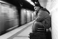 A dedicated photographer, Muammer Yanmaz went after 120 important figures of Turkish art, science and business in Paris, New York and London for 13 years. He photographed each person in a subway...