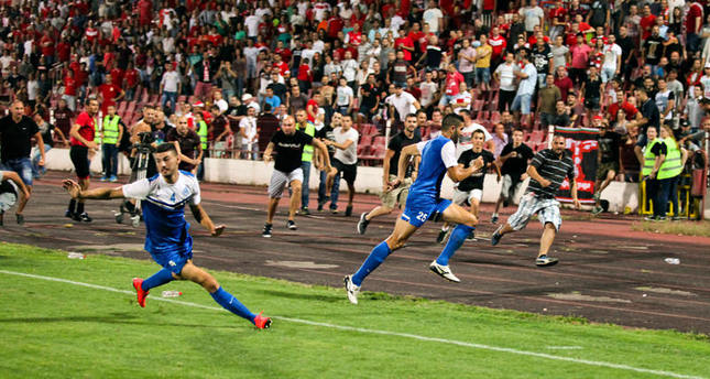 Angry soccer fans chase Israeli club Ashdod off field